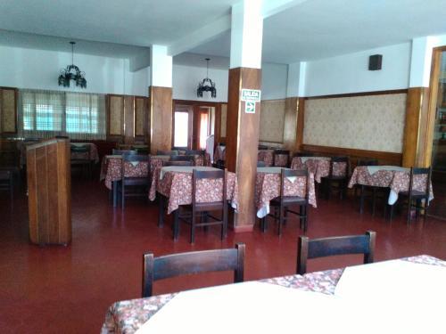 Un restaurant u otro lugar para comer en Hotel Novo Siena