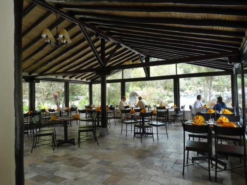 A restaurant or other place to eat at Termas de Papallacta