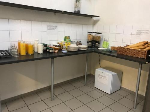 A kitchen or kitchenette at Balaena hébergement