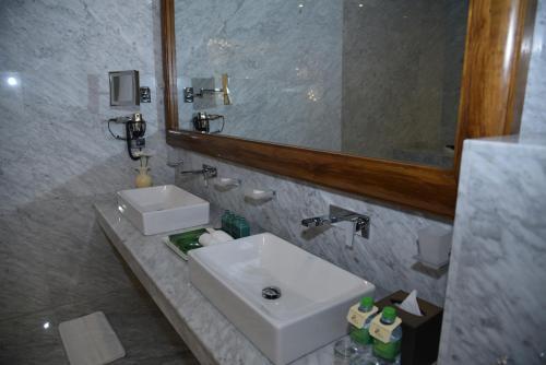 Salle de bains dans l'établissement Araliya Green City Hotel