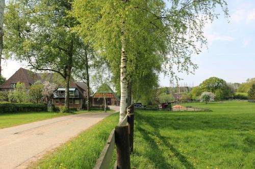 A garden outside Ferienhof Radlandsichten