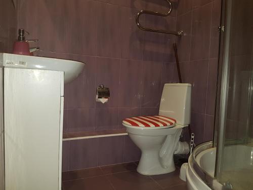 Ванная комната в Ваша Зона Комфорта на Проспекте Астрахова 6 Студия Токио