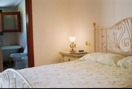 A bed or beds in a room at B&B Porto Romano