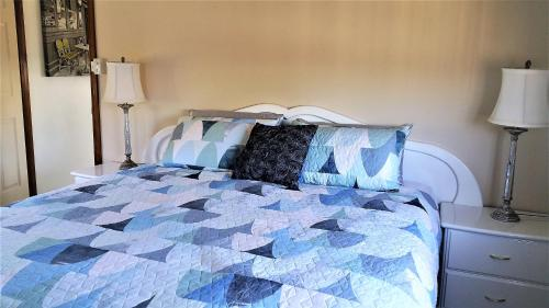 A bed or beds in a room at Must Love Dogs B&B & Self Contained Cottage