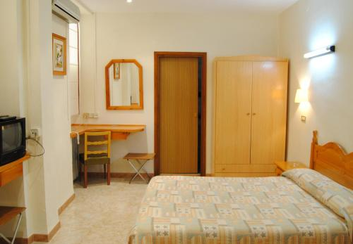 A bed or beds in a room at Los Felipes