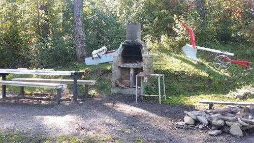 Gril pre hostí v horskej chate