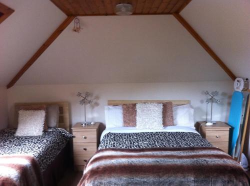 A bed or beds in a room at Global B&B