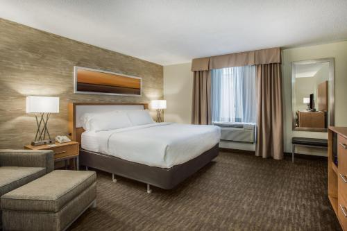 A bed or beds in a room at Holiday Inn Saratoga Springs, an IHG Hotel