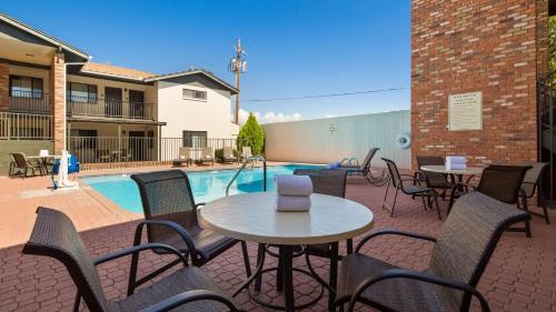 The swimming pool at or near Best Western Arizonian Inn