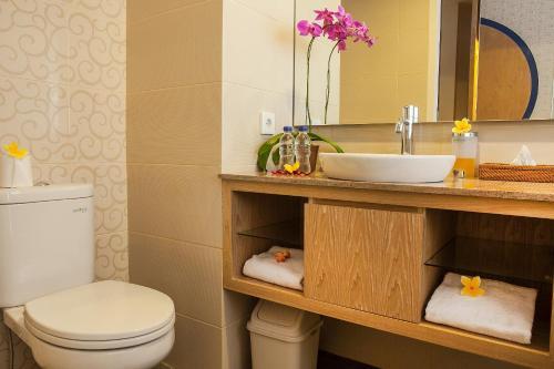 A bathroom at Natya Hotel Kuta