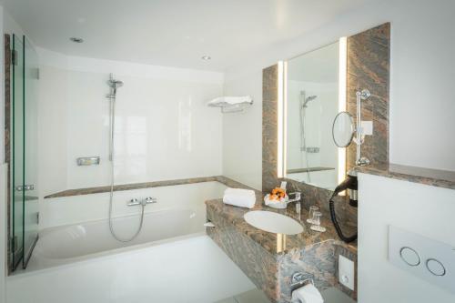 A bathroom at A La Cour d'Alsace