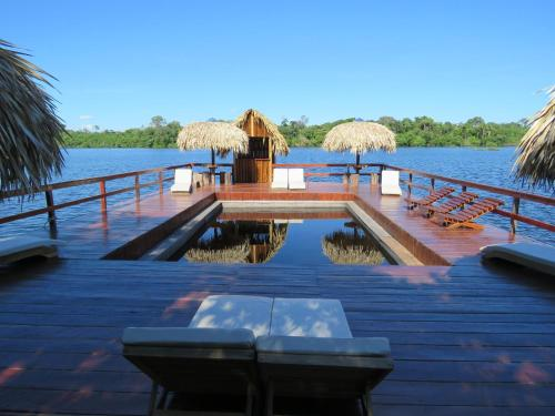 Der Swimmingpool an oder in der Nähe von Juma Amazon Lodge
