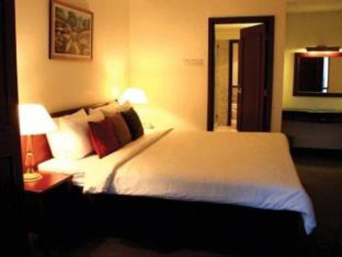 A bed or beds in a room at Times Square Service Suites Kuala Lumpur