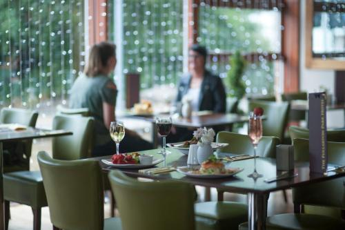 A restaurant or other place to eat at The Fullarton Park Hotel