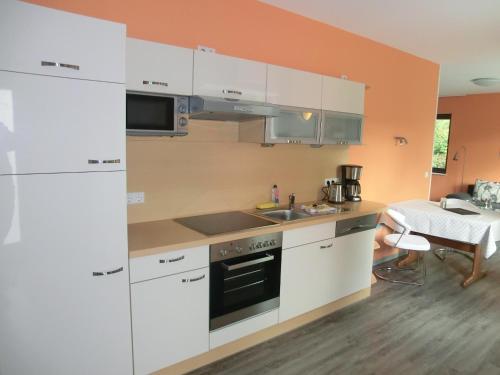 Küche/Küchenzeile in der Unterkunft Kleeblatthaus Putbus Rügen