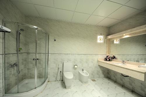 Ein Badezimmer in der Unterkunft Royal Residence Hotel Apartments