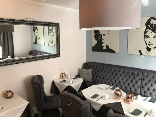 Een restaurant of ander eetgelegenheid bij Hotel Heddernheimer Hof