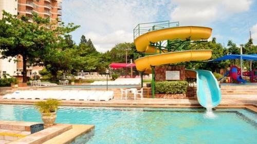 A piscina localizada em Apartamento Império Romano ou nos arredores