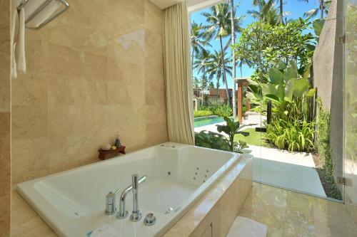 A bathroom at Candi Beach Resort & Spa