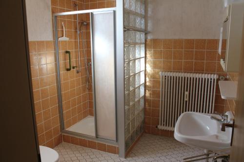 Ein Badezimmer in der Unterkunft Ferienwohnungen Schubert