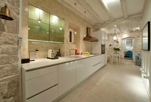 A kitchen or kitchenette at Apartment Whooart