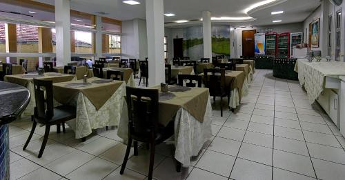 Um restaurante ou outro lugar para comer em Dallas Hotel