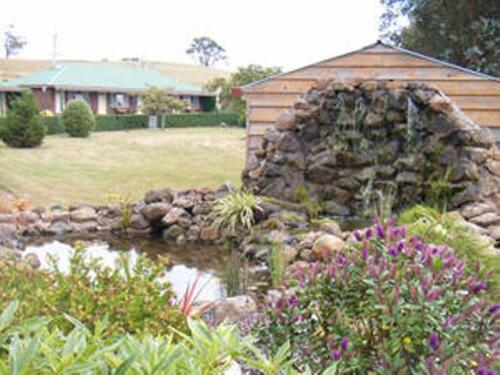 A garden outside Kentish Hills Retreat