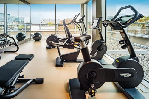The fitness centre and/or fitness facilities at SAKS Urban Design Hotel Frankfurt