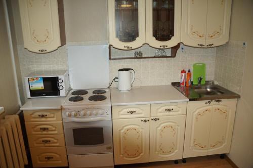 Кухня или мини-кухня в 1 комнатная квартира в Когалыме