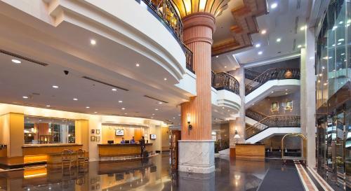 De lobby of receptie bij Bayview Hotel Georgetown Penang