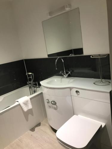 A bathroom at The Red Lion Inn