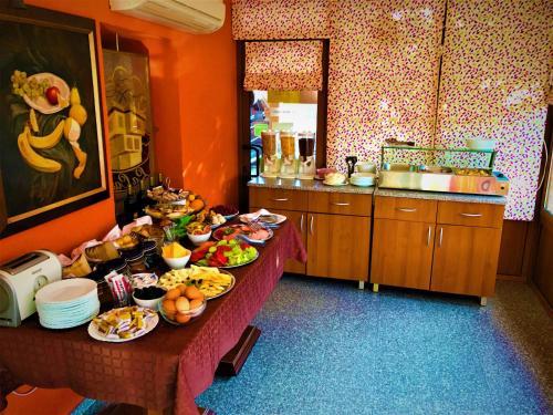 Храна в или някъде близо до къщата за гости