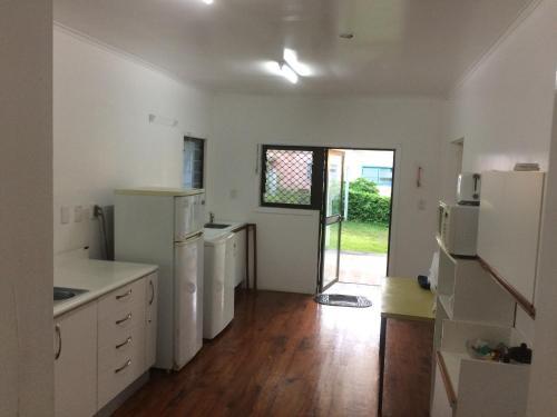 A kitchen or kitchenette at Raina Holiday Accommodation