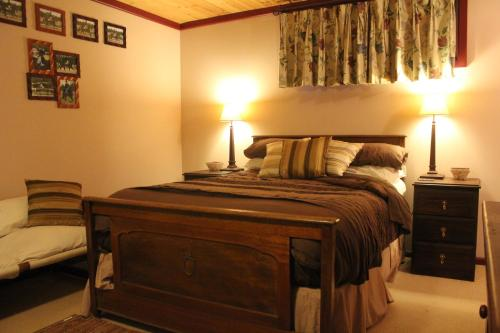 A bed or beds in a room at Avoca Park