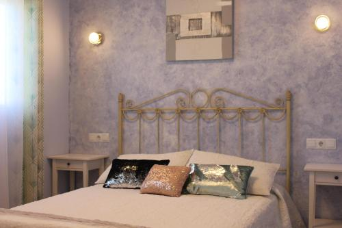 A bed or beds in a room at Casa Los jardines de Lola