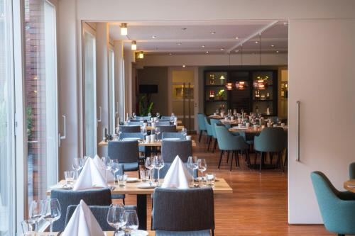 A restaurant or other place to eat at Leerhotel Het Klooster
