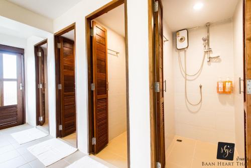 Ein Badezimmer in der Unterkunft Baan Heart Thai