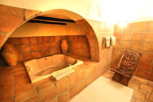 A bathroom at Mount Etjo Safari Lodge
