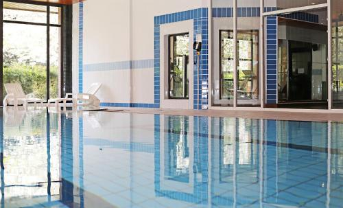 The swimming pool at or close to Millennium Hotel Paris Charles De Gaulle