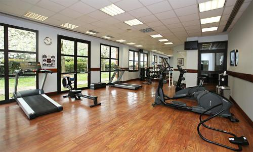The fitness centre and/or fitness facilities at Millennium Hotel Paris Charles De Gaulle