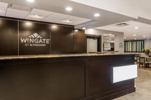 The lobby or reception area at Wingate by Wyndham - Universal Studios and Convention Center