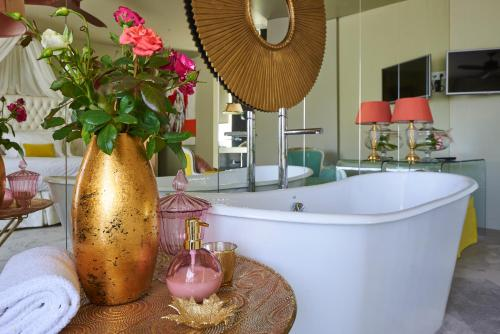 A bathroom at Carmo's Boutique Hotel - Small Luxury Hotels of the World