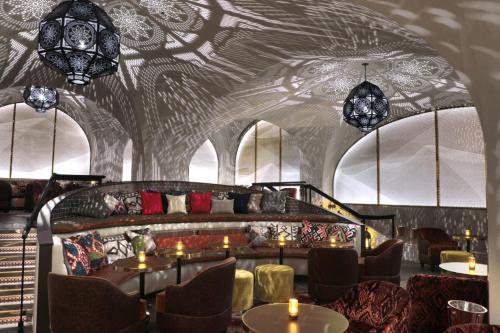 En restaurant eller et andet spisested på Bryant Park Hotel