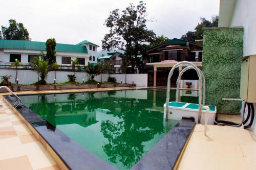 The swimming pool at or close to Velvet County Resort & Spa