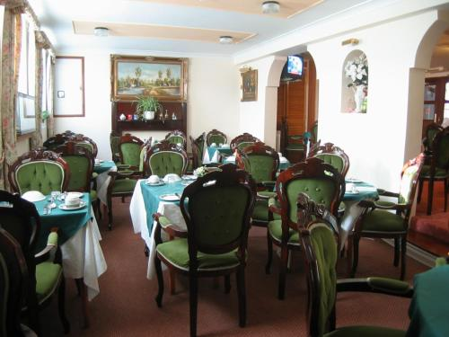 A restaurant or other place to eat at Havelock Guesthouse