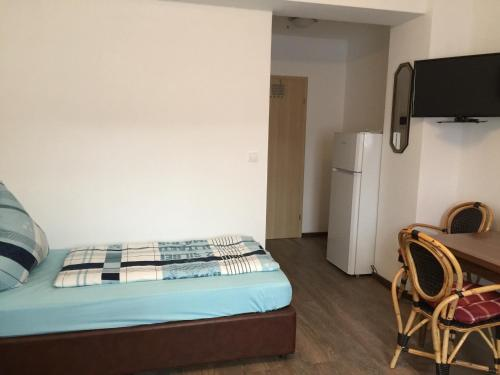 A bed or beds in a room at Zimmerfrei in Radebeul
