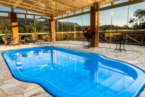 The swimming pool at or near Pousada Suiça Mineira Centro