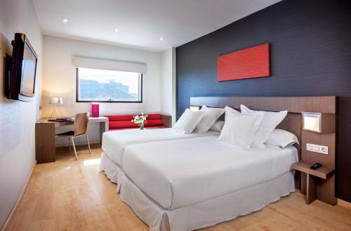 Cama o camas de una habitación en Allegro Granada By Barceló