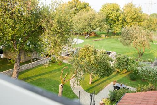A view of the garden at Landhotel Alte Töpferei or nearby