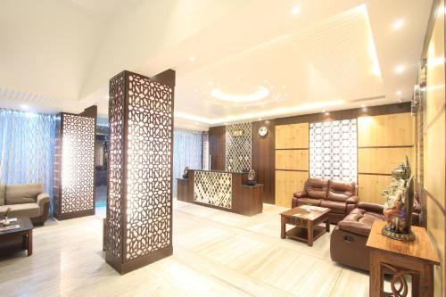 El vestíbulo o zona de recepción de Sandesh Pride
